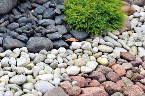 backyard-landscaping-ideas-beach-pebbles-6