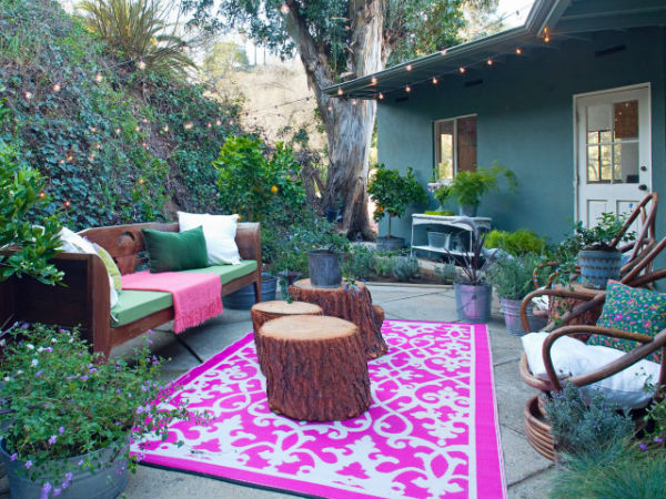 Bohemian-Outdoors_Emily-Henderson-Finished-Outdoor-Living-Room_s4x3.jpg.rend.hgtvcom.1280.960