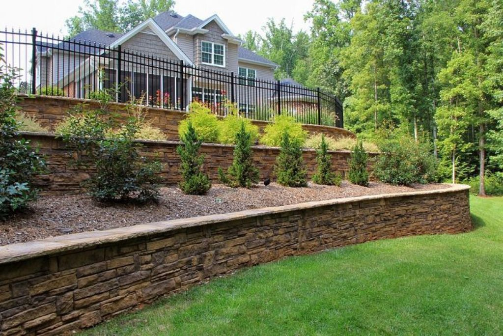 Retaining-Wall-Backyard-Landscaping-Ideas