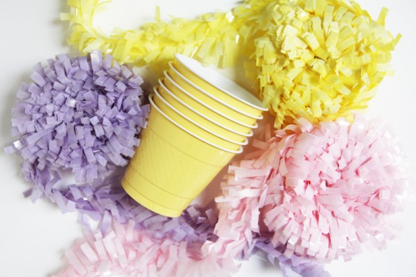 creative-Easter-basket-craft-ideas-mini-easter-basket-plastic-coffee-cups-colorful-paper