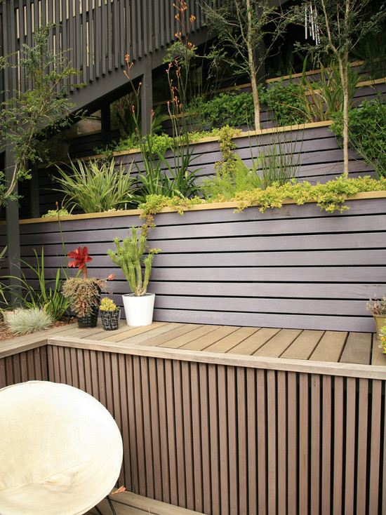 modern-garden-wooden-walls-design