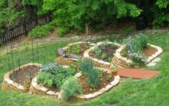 Herb-Garden-Design-for-Hillsides